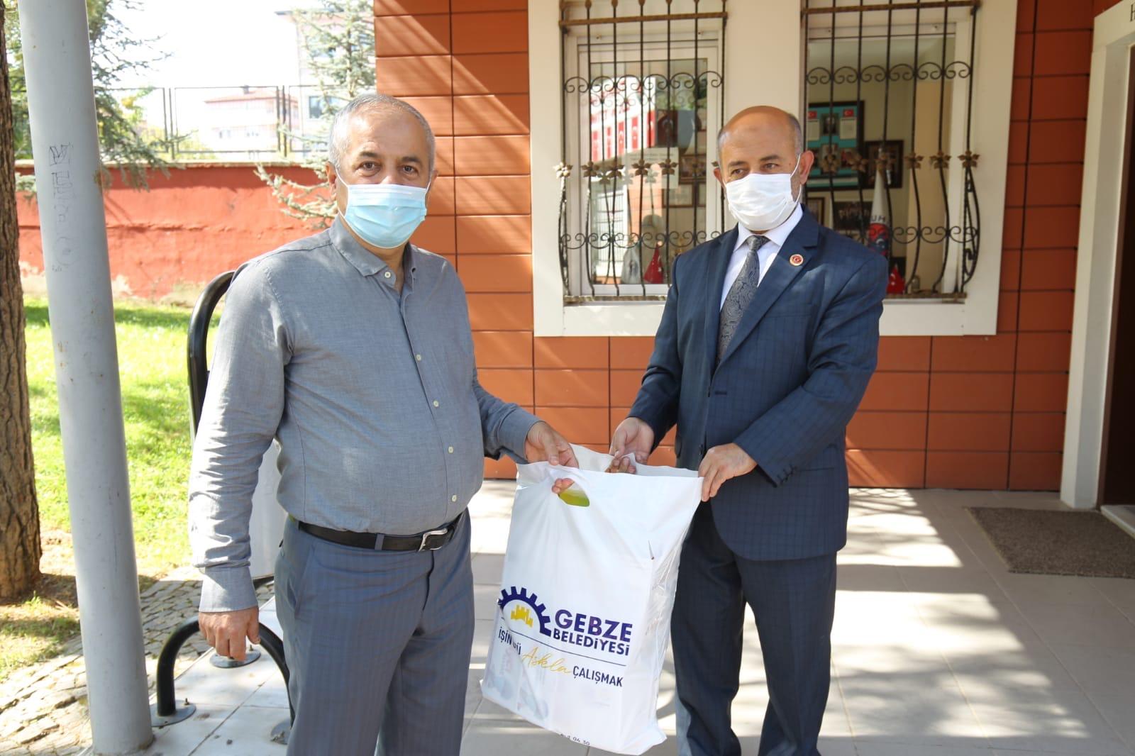 Gebze'de muhtarlara hijyen seti desteği