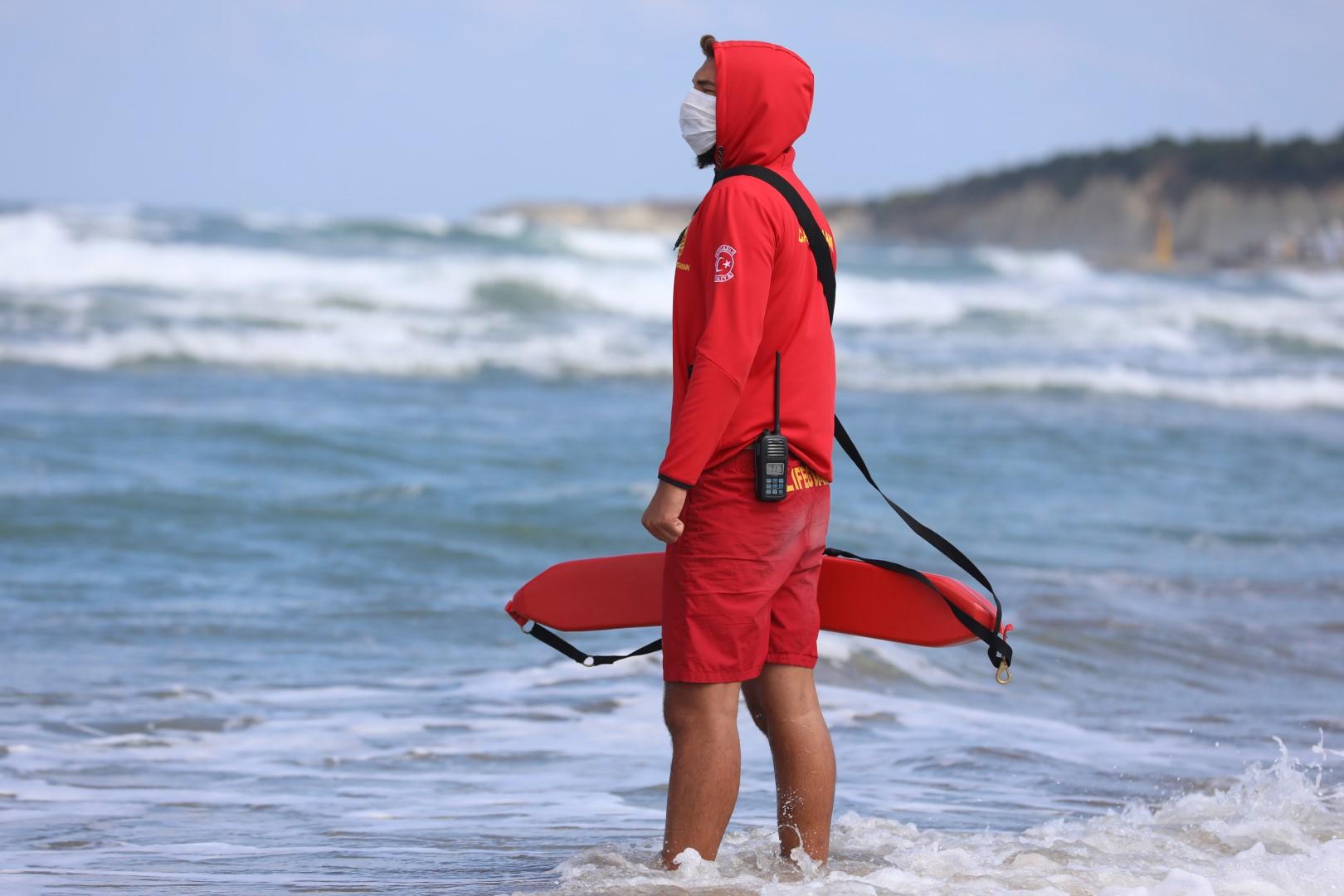 KOSKEM, önlem almayıp denize girenlerin can simidi olmaya devam ediyor