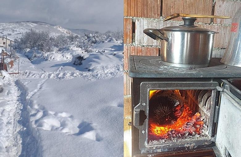 Elektriksiz köyler yarım metre kar altında, SEDAŞ'ı böyle beklediler!