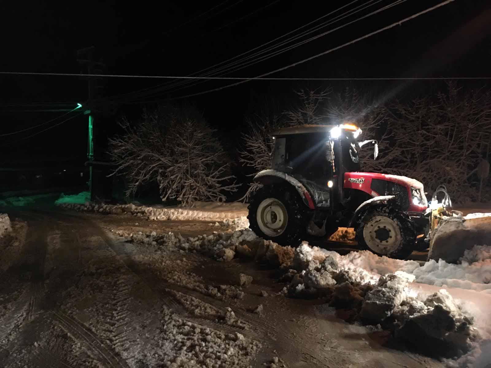 Kocaeli'de karla mücadele ekipleri canla başla çalıştı