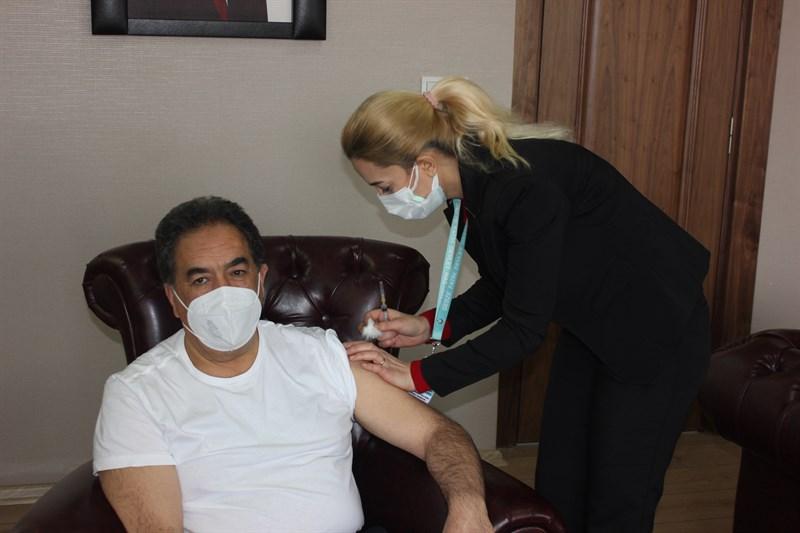 Gebze Kaymakamı Mustafa Güler ilk Covid-19 Aşısını Oldu