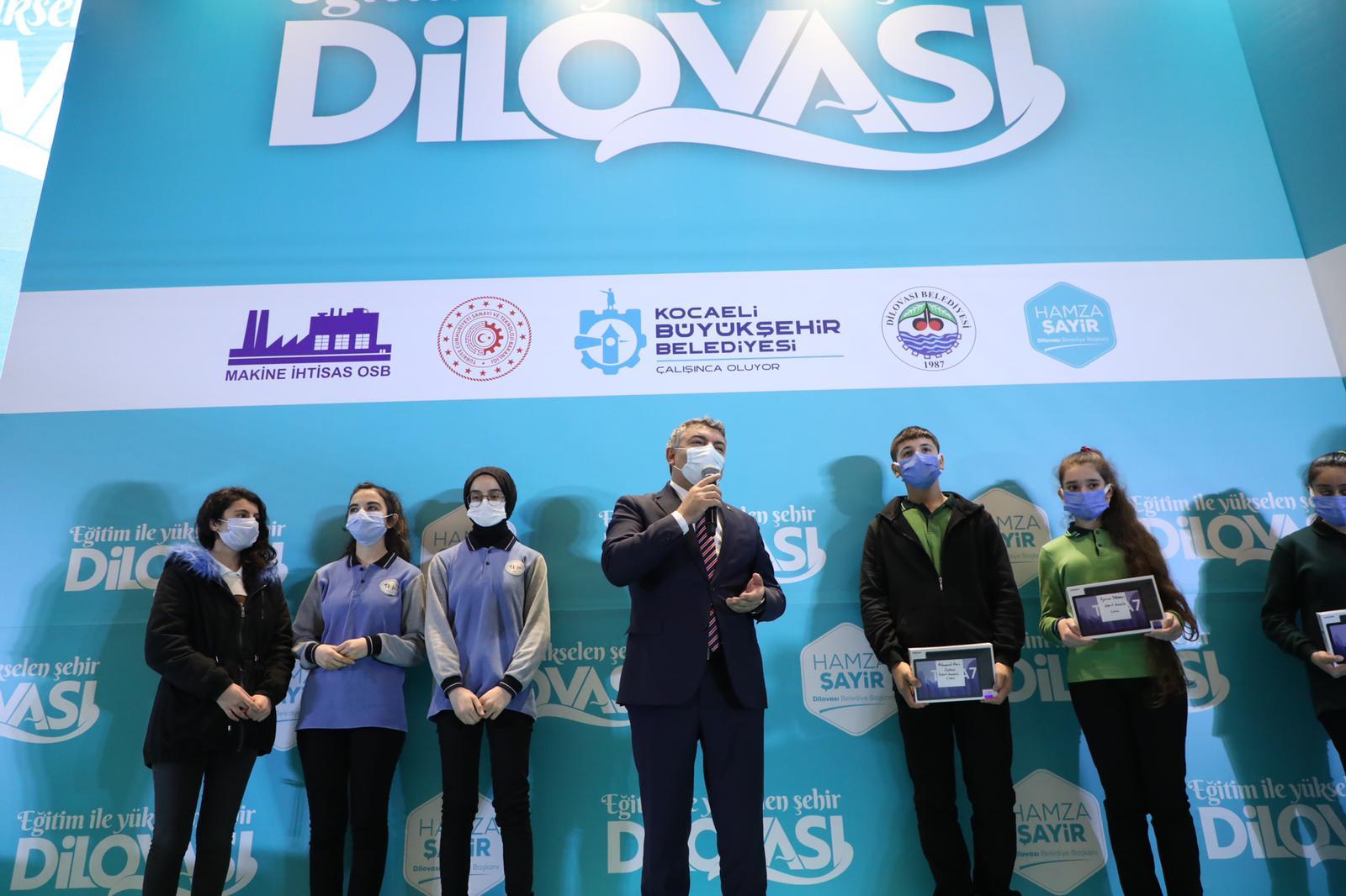 Dilovası Belediyesi'nden öğrencilere 10 bin tablet