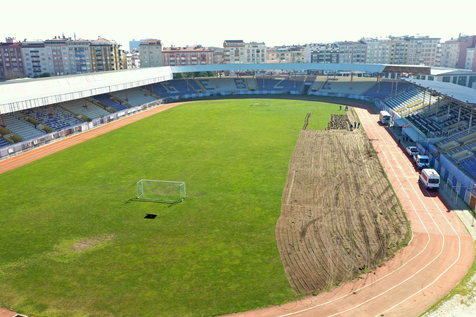 Gebze Stadının çimleri, Doğu Kavşağı'na seriliyor