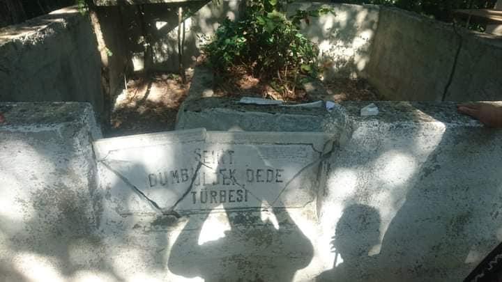 Dümbüldek Dede'nin mezarını tahrip ettiler!
