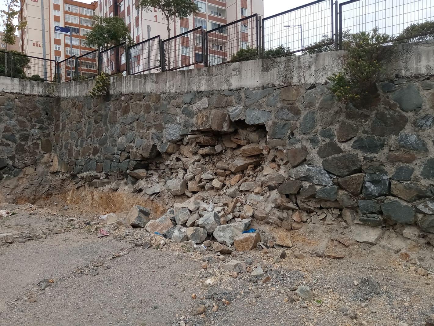 Yenikent'te bir istinat duvarında kısmi çökme meydana geldi !