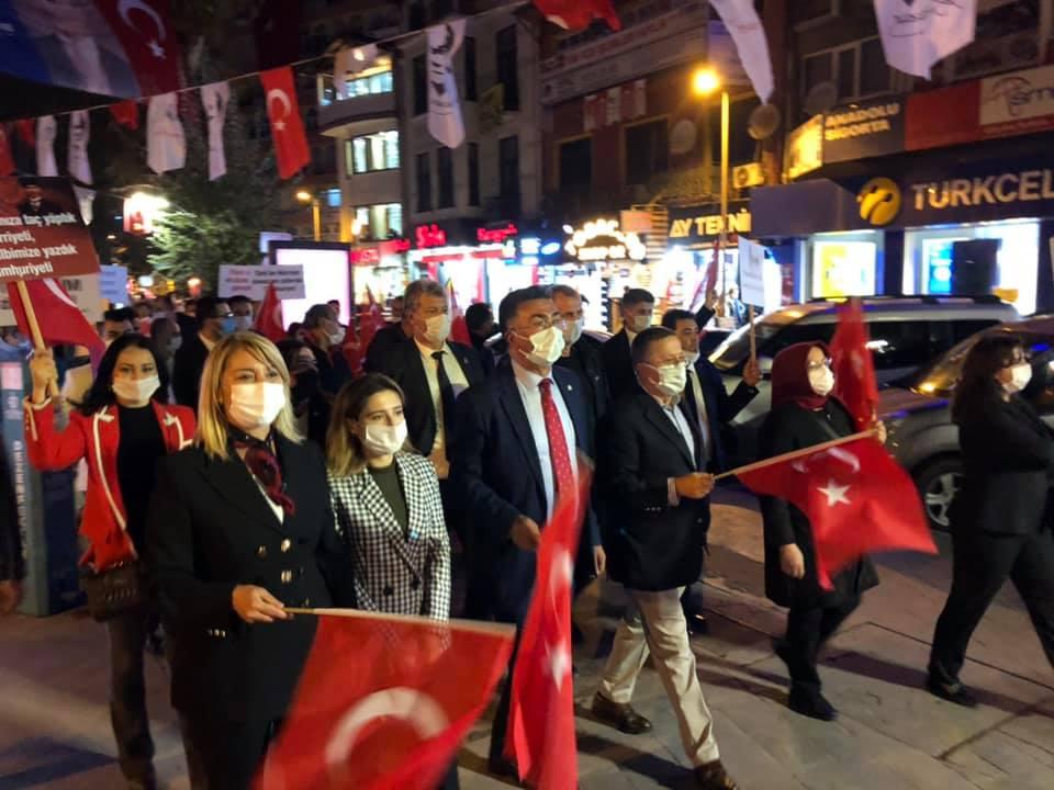 İYİ Parti'den Muhteşem Cumhuriyet Yürüyüşü!