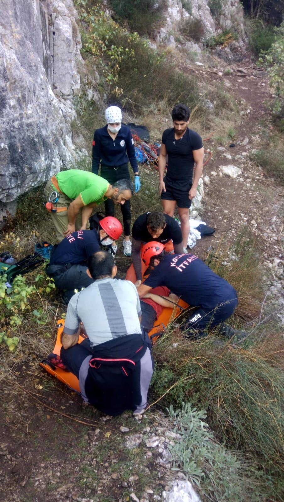 Ballıkayalar'dan düşen dağcı kurtarıldı
