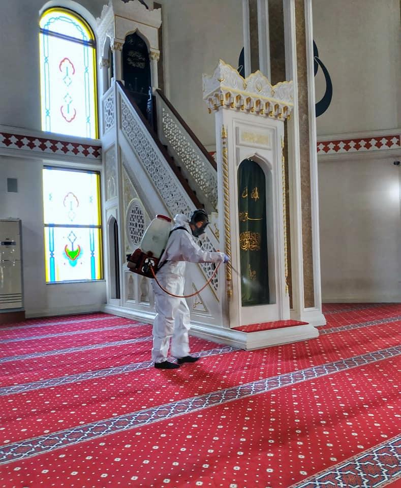 Cuma öncesi Gebze'de camiler dezenfekte edildi