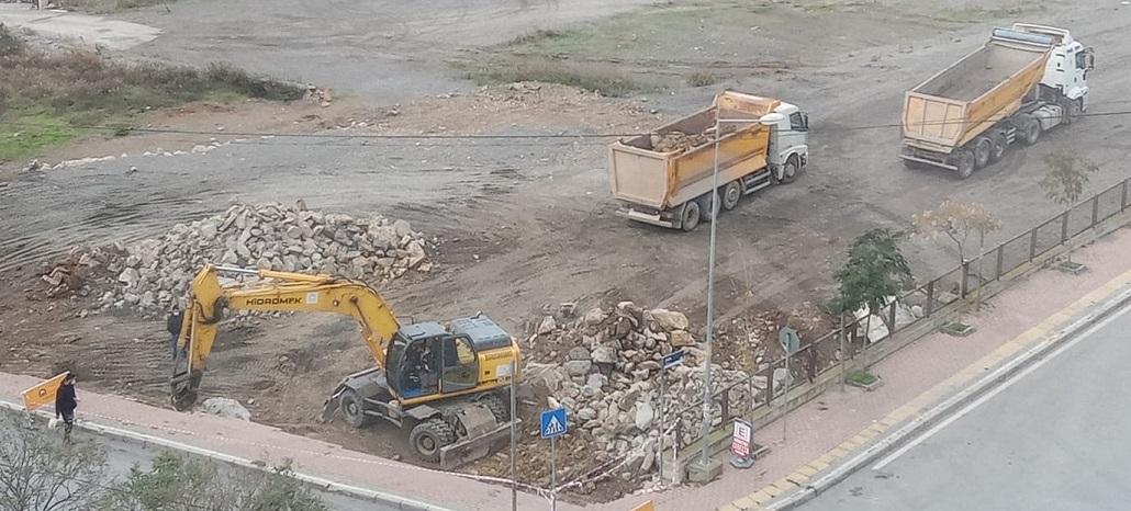 Yenikent'te yıkılan istinat duvarı için Gebze Belediyesi hızlı çalışma başlattı
