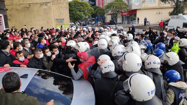 Metal işçisi yürümek istedi, polis izin vermedi, gözaltı yaptı