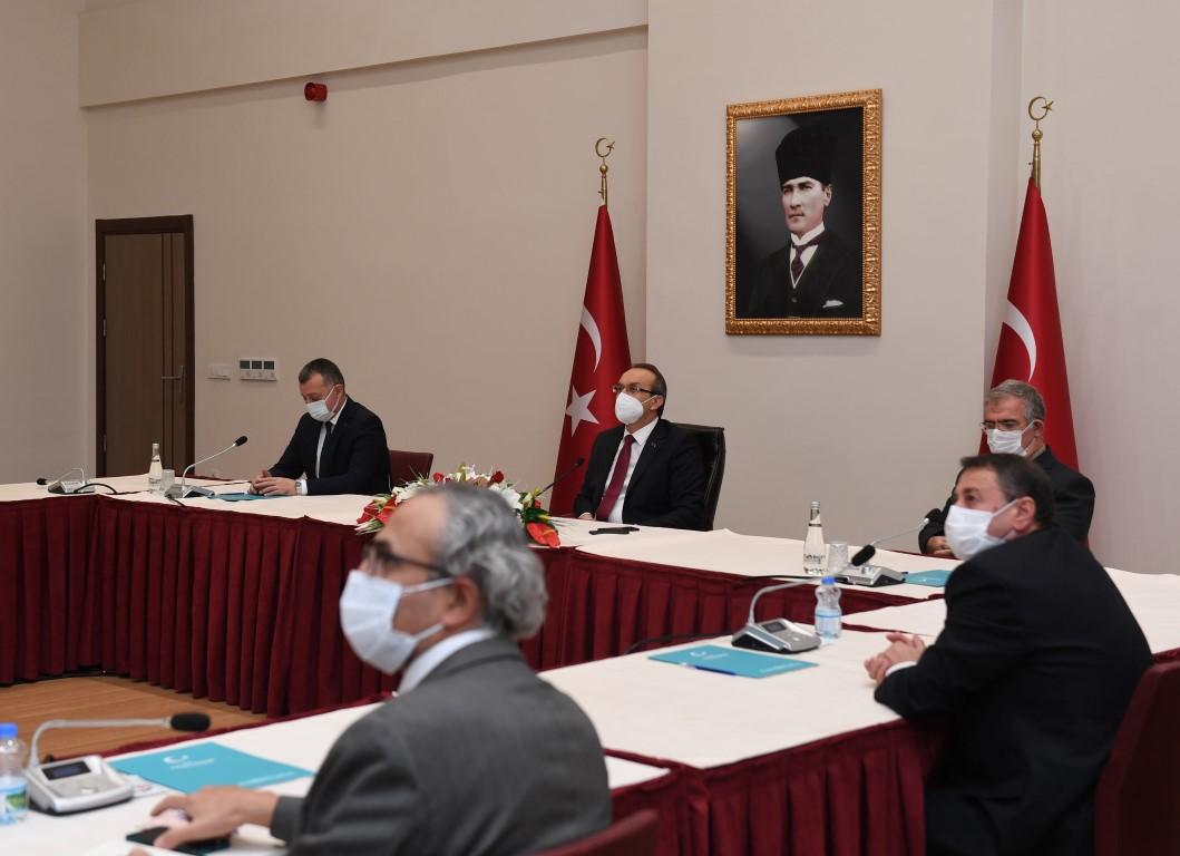 """Vali Yavuz, """" Sağlıkta gelişmeleri panik yapmadan bekleyelim, kurallara uyalım!"""""""