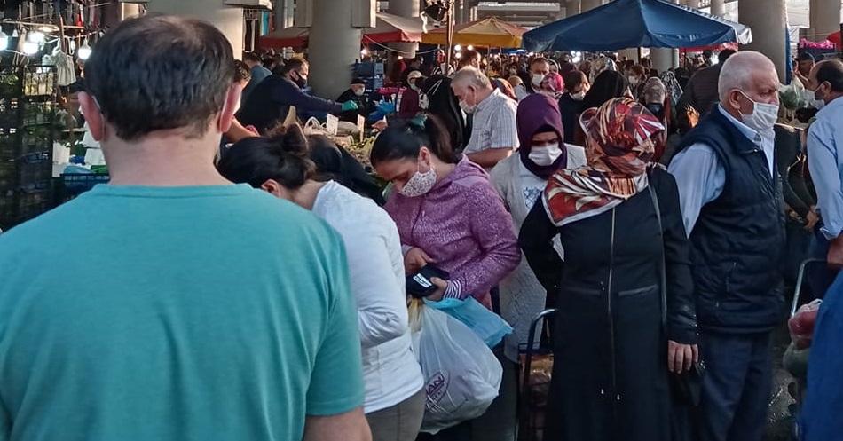 Cuma pazarlarında mesafe denetimleri başladı, Gebze Center'a HES'li giriş mecburiyeti var!