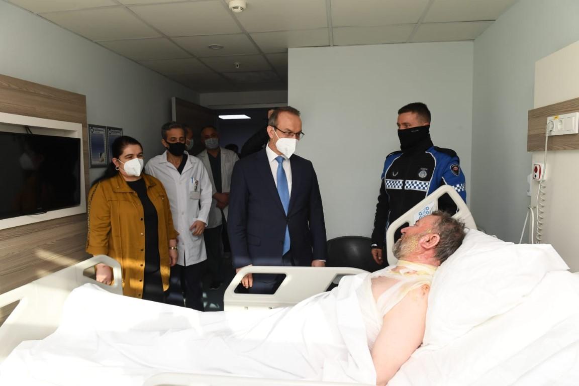 Vali Bey ve Eşi yangında yaralanan hastaları ziyaret etti