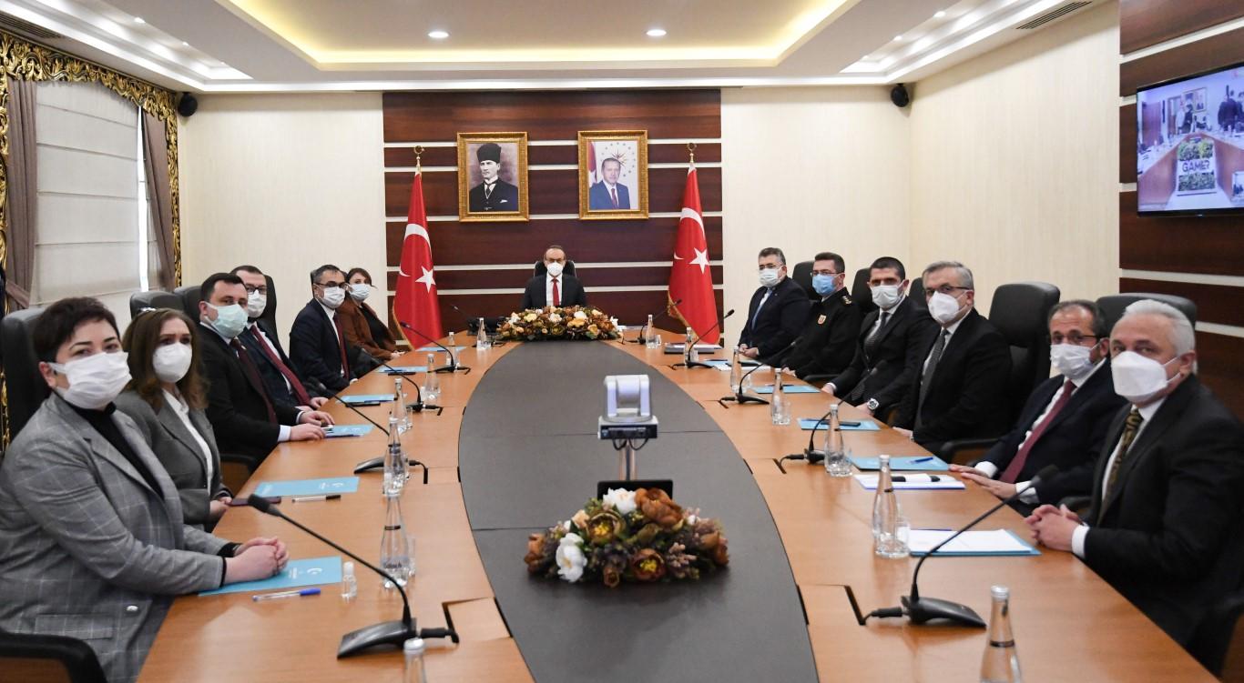 """İki Bakan'ın düzenlediği """"Kadına Yönelik Şiddetle Mücadele"""" toplantısına Vali Yavuz ve kurum yetkilileri VKS aracılığı ile katıldı"""