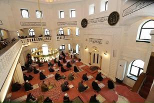 Çarşı Camii'nde İlk Cuma!