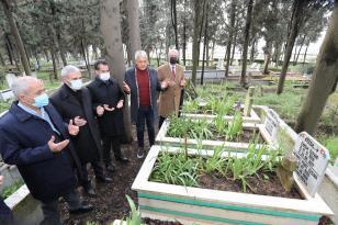 AK Parti Gebze'den vefat etmiş üyelerine kabir ziyaretleri