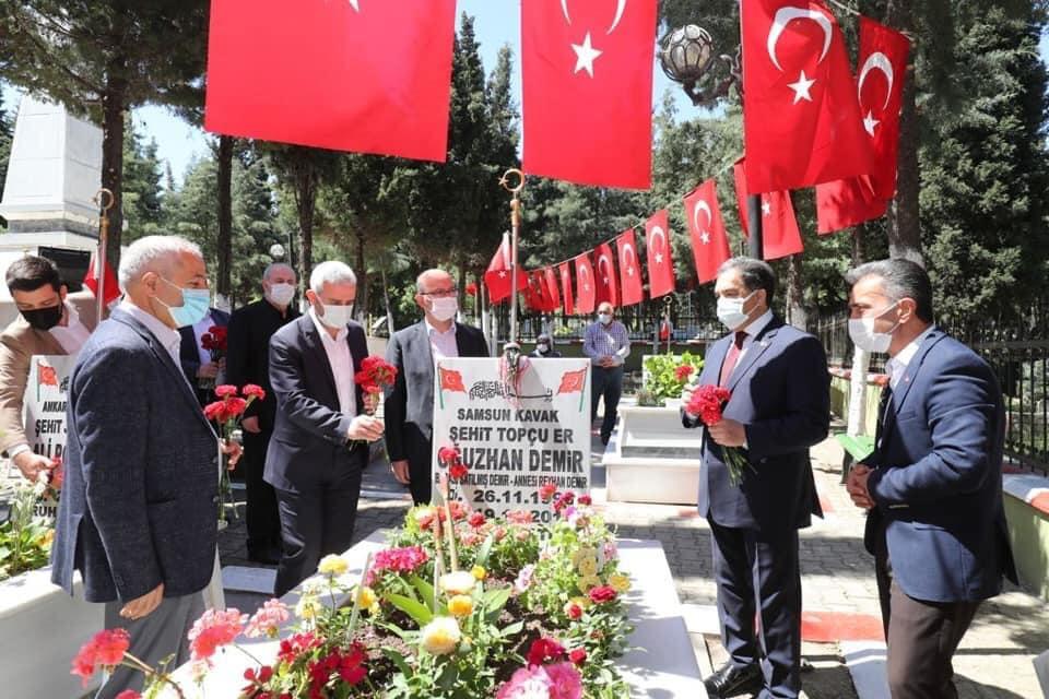 Gebze'de Arife Günü Şehitlik Ziyareti
