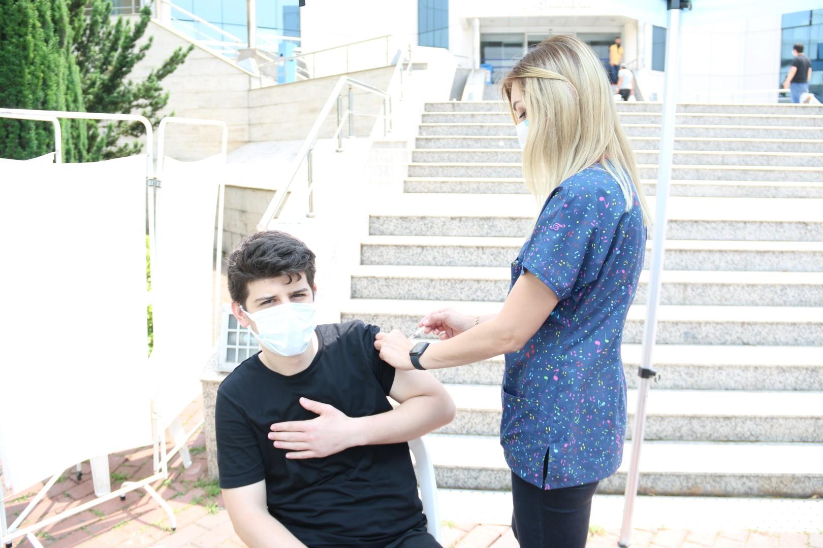 Büyükşehir personeli aşı oluyor