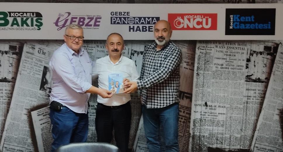 İşadamı Ali Kemal Aydın'dan, Gebzeli iki gazeteciye kitap tebriği