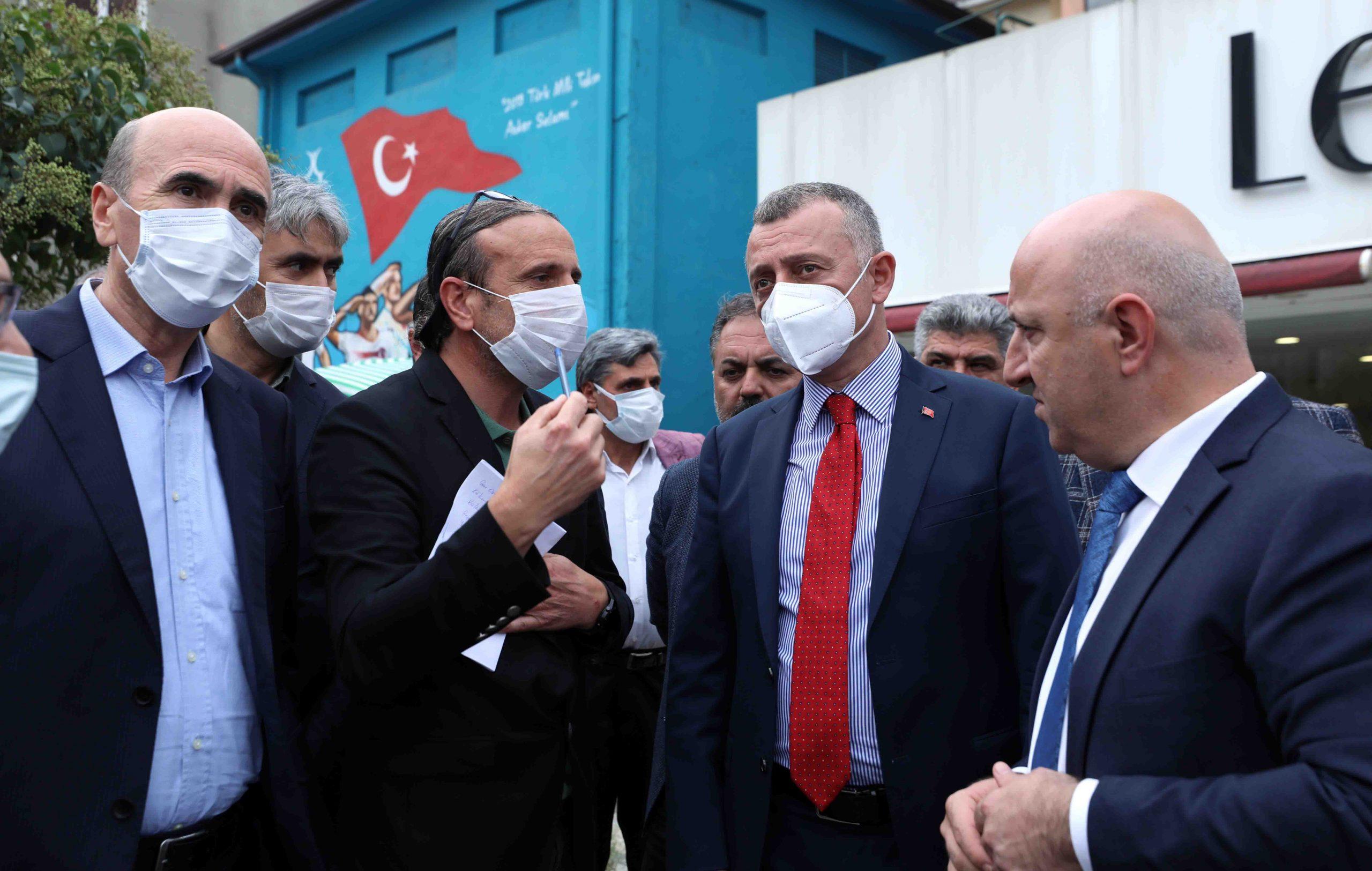 Başkan Büyükakın, Darıca İstasyon ve Atatürk Caddesi'ndeki esnafla bir araya geldi