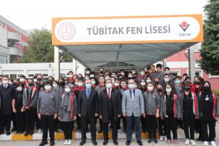 Kaymakam Güler ve Başkan Büyükgöz Bayrak Töreninde Tübitak Fen Lisesinde